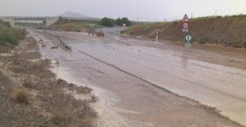 La lluvia cortó la carretera N-401 a la altura de Burguillos