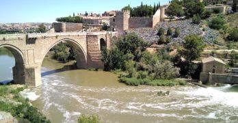 """Bañadores y toallas pedirán """"sacar al Tajo de la agonía"""", tras 46 años de baño prohibido en Toledo"""