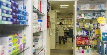 """El papel de la farmacia comunitaria que los enfermeros tachan de """"intento encubierto de privatización"""""""