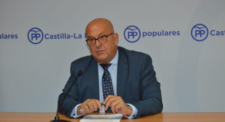 Emilio Bravo se sale del guión del PP regional y da su apoyo a Sáenz de Santamaría