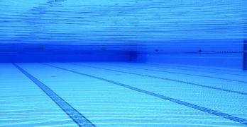 Estable y en observación un menor de dos años tras caerse en una piscina de Gerindote