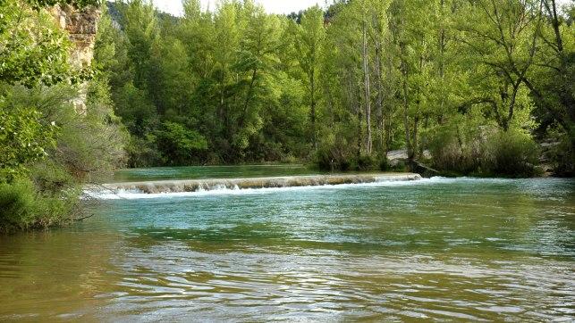 Rescatan a tres personas, entre ellas un menor, atrapadas en un islote por la crecida del río Alberche