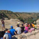 Jóvenes toledanos disfrutan aprendiendo sobre el medio ambiente y la cultura en el campamento 'Mirando al Tajo'
