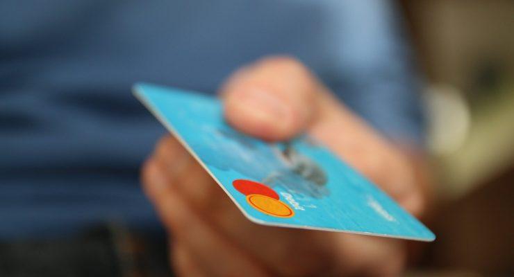 Detenida por gastar 532 euros con la tarjeta de crédito de su pareja sin consentimiento