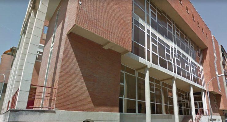 Detenido tras amenazar con un cuchillo a la bibliotecaria de Santa Bárbara y desobedecer a la Policía
