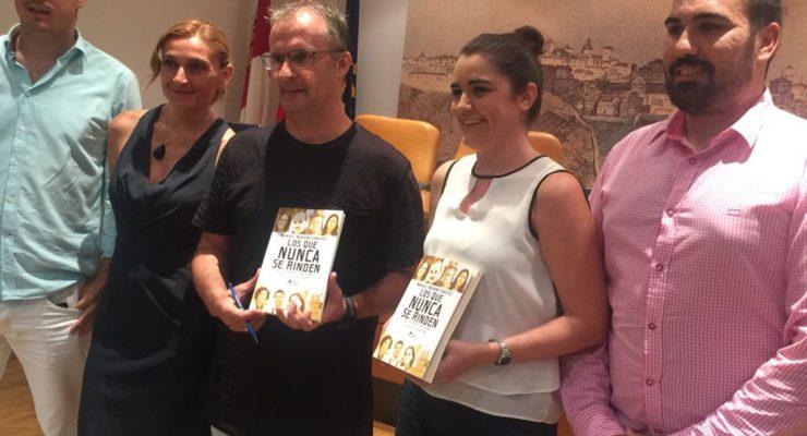 Manolo y las 58 historias de 'Los que nunca se rinden': el periodismo al servicio de las personas