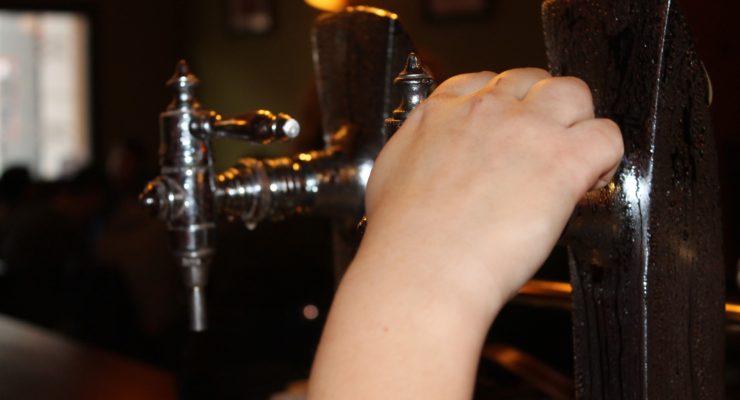Demandan a bares y restaurantes de Toledo por difundir contenidos en las televisiones