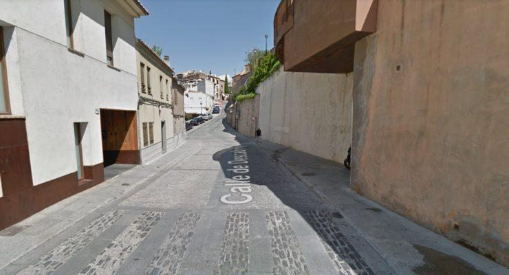 La calle Descalzos se abre al tráfico en doble sentido