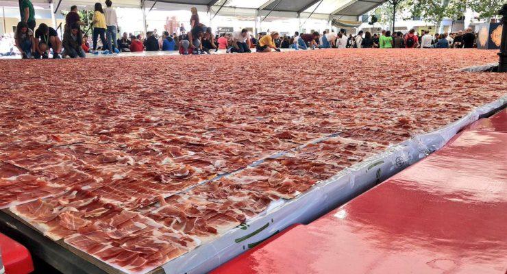 ¡Conseguido! Torrijos bate dos récords del mundo de jamón cortado a mano