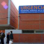 """Denuncian el """"colapso"""" del Hospital Virgen de la Salud con más de 50 pacientes esperando para ingresar"""