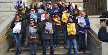 Los bibliotecarios mantienen el pulso al Gobierno regional: nuevo sábado de huelga