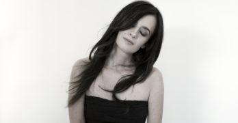 Sonidos de blues gitano en Sonseca con la cantautora eslovena Katja Šulc