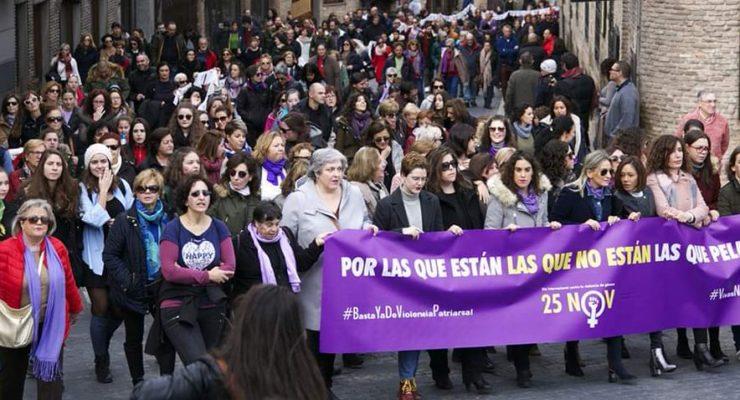 Toledo recuerda a centenares de víctimas de violencia de género en la manifestación del 25N