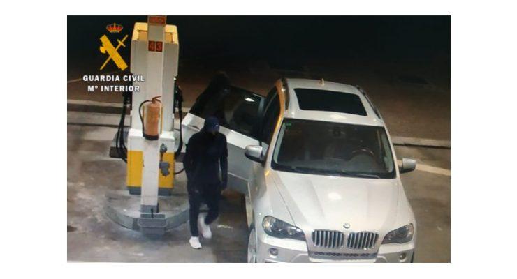 Les sorprenden intentado robar en camiones y se dan a la fuga con otro coche robado