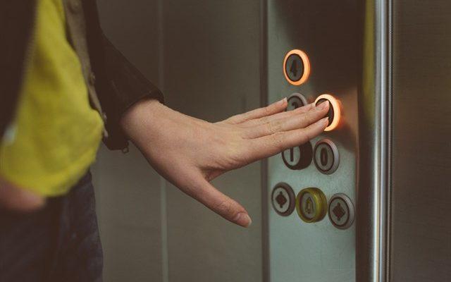 Detenido tras golpear a una joven en el ascensor de un portal en Santa Bárbara para robarle el bolso