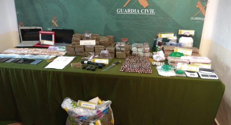 """43 detenidos y 32 puntos de venta de droga desmantelados en una """"importante"""" operación contra el narcotráfico"""