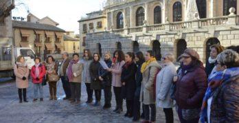 Toledo se adhiere al rechazo de las negociaciones sobre derechos de las mujeres en Andalucía de cara a la investidura