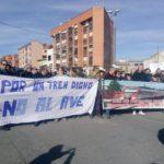 """Unas 150 personas se concentran en Torrijos para pedir """"dinero real"""" para el tren en la comarca"""