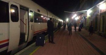 """Una afectada por la avería del tren Badajoz-Madrid: """"Estamos hartos, no sé si volveré a coger el tren"""""""