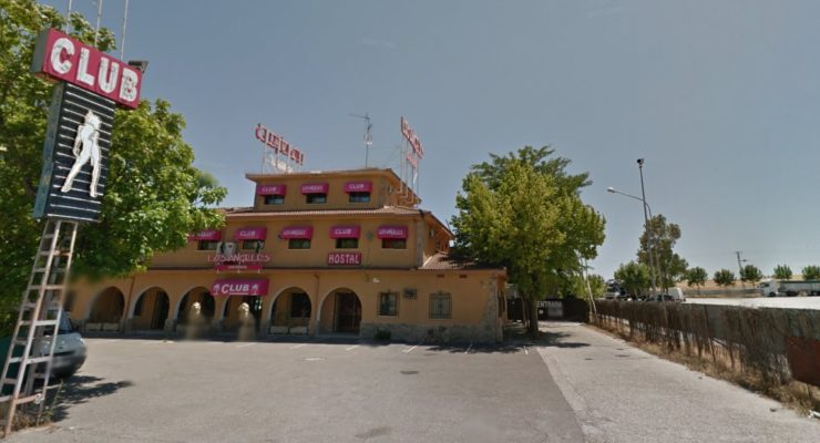 Varias personas atracan un club con machetes y escopetas dejando herida a una persona en Otero
