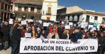 """Unos 300 vecinos de Seseña se manifiestan en Ciempozuelos para reclamar un acceso """"digno y seguro"""" a la A-4"""