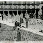 """La nueva exposición del Archivo Municipal muestra """"una ciudad derruida que ha ido al médico"""""""