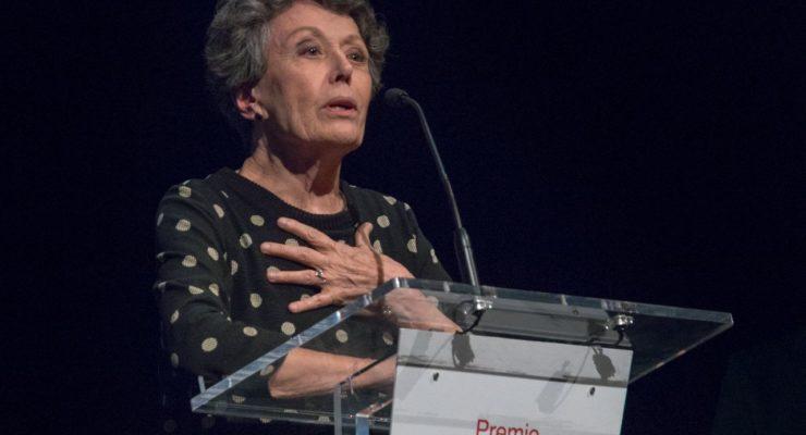 """Rosa María Mateo comparte su Premio Abogados de Atocha con el periodismo y alienta a votar: """"No encontremos excusa"""""""