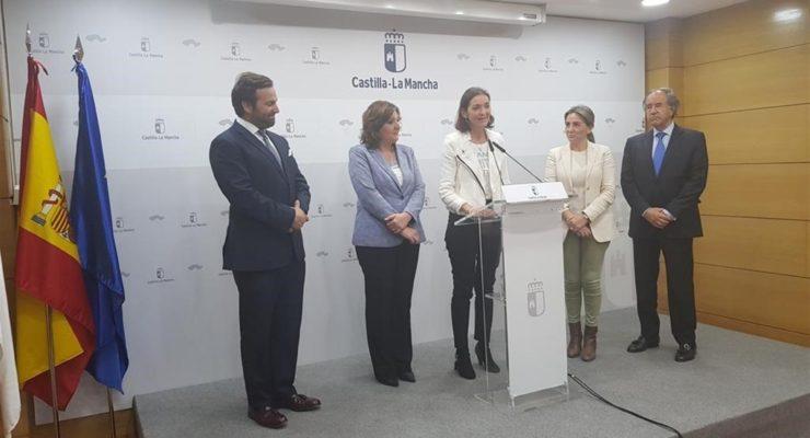 """Maroto dice que iniciativas como Puy du Fou demuestran que el turismo español es """"más que sol y playa"""""""