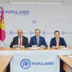 El PP mantiene vivo el bipartidismo en la provincia, donde gobernará con mayoría en 70 municipios