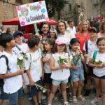 Más de mil escolares participan en la ofrenda floral del Corpus