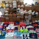 Cinco detenidos por vender equipaciones falsas valoradas en 79.000 euros en el mercadillo de Villacañas