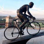 Una cámara vigila ya la zona donde se volverá a instalar la escultura de Bahamontes en Toledo