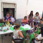 Reutilizar el plástico: en una pedanía de Toledo confeccionan un toldo nuevo para sus fiestas