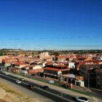 Ayuntamiento y vecinos de Yeles se concentran para rechazar la muerte y agresión de dos mujeres
