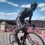 La escultura de Bahamontes regresa al Miradero tres días antes de que la Vuelta pase por Toledo