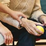 Las cuidadoras del sector de la Dependencia se rebelan ante la patronal para pedir mejoras en su convenio