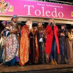 Los Reyes Magos reparten regalos y 6.000 kilos de caramelos a su paso por Toledo