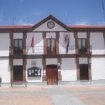 El alcalde de Chozas de Canales, escoltado por la Guardia Civil tras el último Pleno municipal