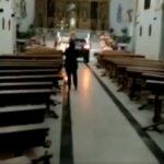 Revientan la puerta de la iglesia de Sonseca con un coche que llegó hasta el altar