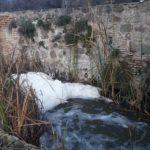 """Espumas en el Tajo, """"kilos de basura y litros de agua contaminada"""" como regalo de Reyes en Toledo"""