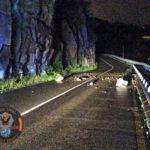 Nuevos desprendimientos de rocas por las fuertes lluvias obligan a cortar al tráfico la carretera del Valle