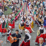 Animan a celebrar Mondas engalanando balcones en Talavera y vistiendo el traje típico