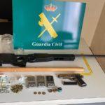 Sanciones para 18 personas en Torrijos que estaban de fiesta en un local con armas y drogas