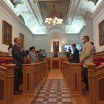 Minuto de silencio por los fallecidos por COVID-19 en el pleno de Toledo, empañado por un bronco debate sobre el luto oficial