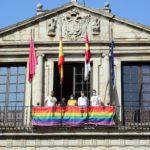 Toledo luce el arcoíris por el Día del Orgullo LGTBI aunque este año no habrá manifestación