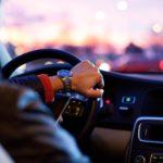 Derrapes, trompos y a más de 200km/h: identifican a un joven que difundía su conducción temeraria en las redes