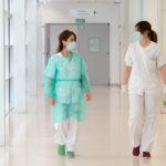 """""""Malestar"""" entre los médicos interinos por la convocatoria de oposiciones en plena pandemia"""