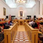 Lectura en librerías, ayudas económicas, arbolado, la FEMP o el cobro del IBI a la Iglesia, a debate en el pleno de Toledo