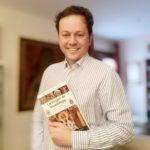 La historia y devoción a la Virgen de Guadalupe más allá de la religión: el primer libro de Javier Guayerbas