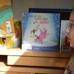 Más de 700 niños y niñas de Toledo ya tienen el 'bonolibro' del Ayuntamiento para canjear por literatura infantil